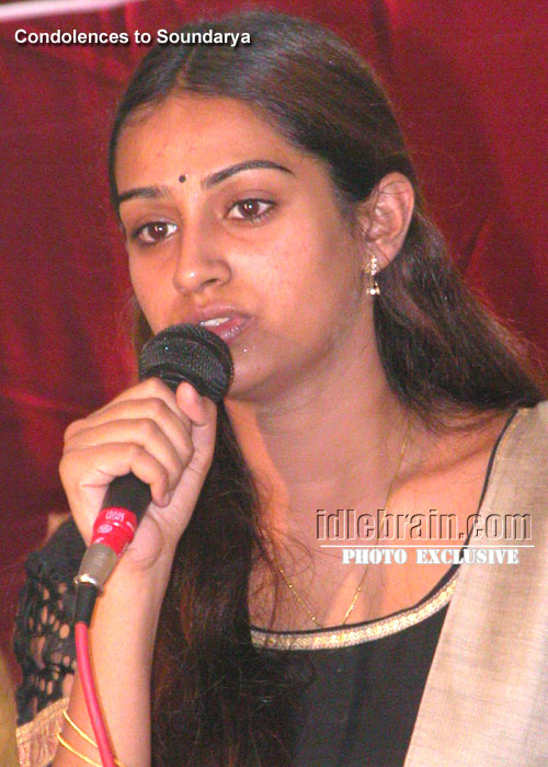 Soundarya Death Photos http://www.idlebrain.com/news/2000march20/death-soundarya/soundarya23.html