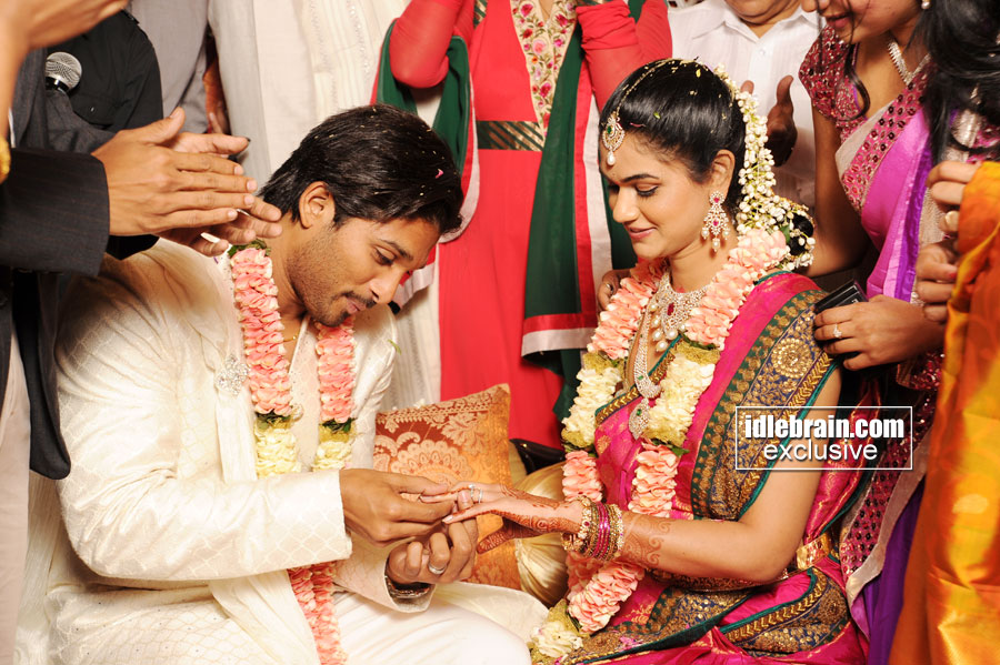 Allu Arjun S Engagement With Sneha Reddy Telugu Cinema