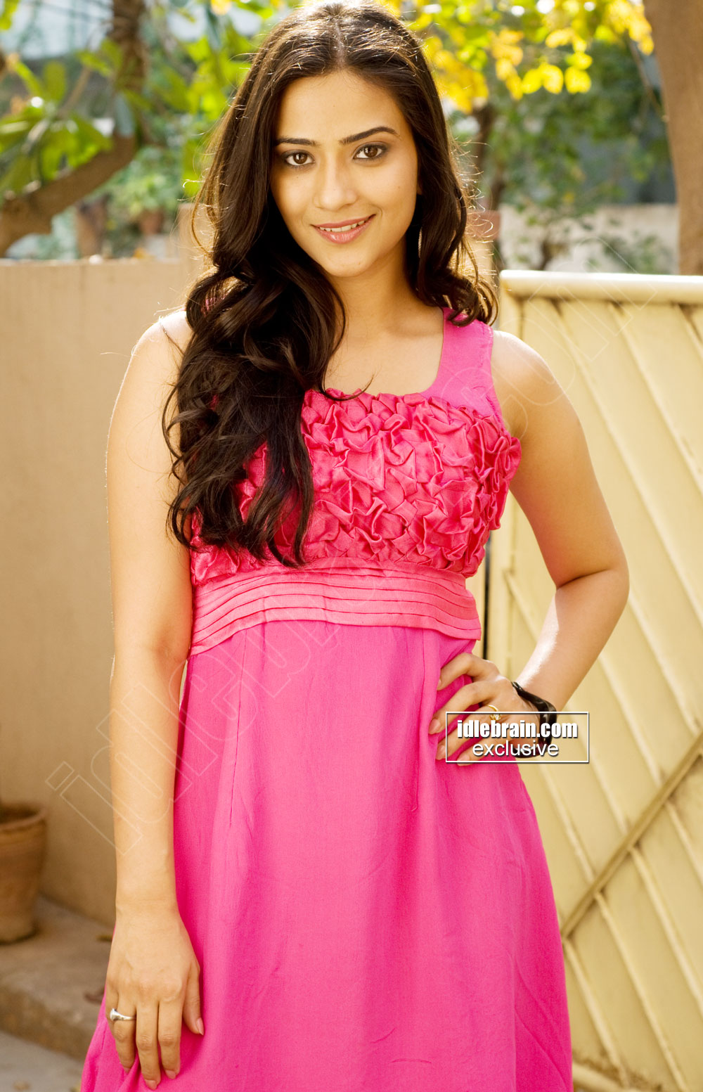 Aditi Sharma Ladies Vs Ricky Behl Actress Looking Hot N Sexy In Sleeveless Pink Dress