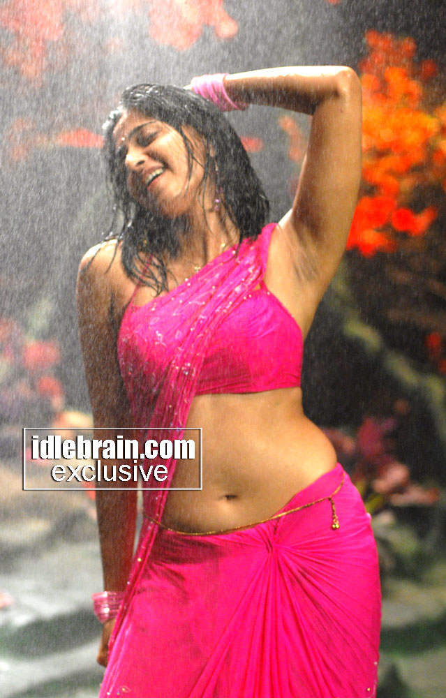 ANUSHKA SEXY PICTURES
