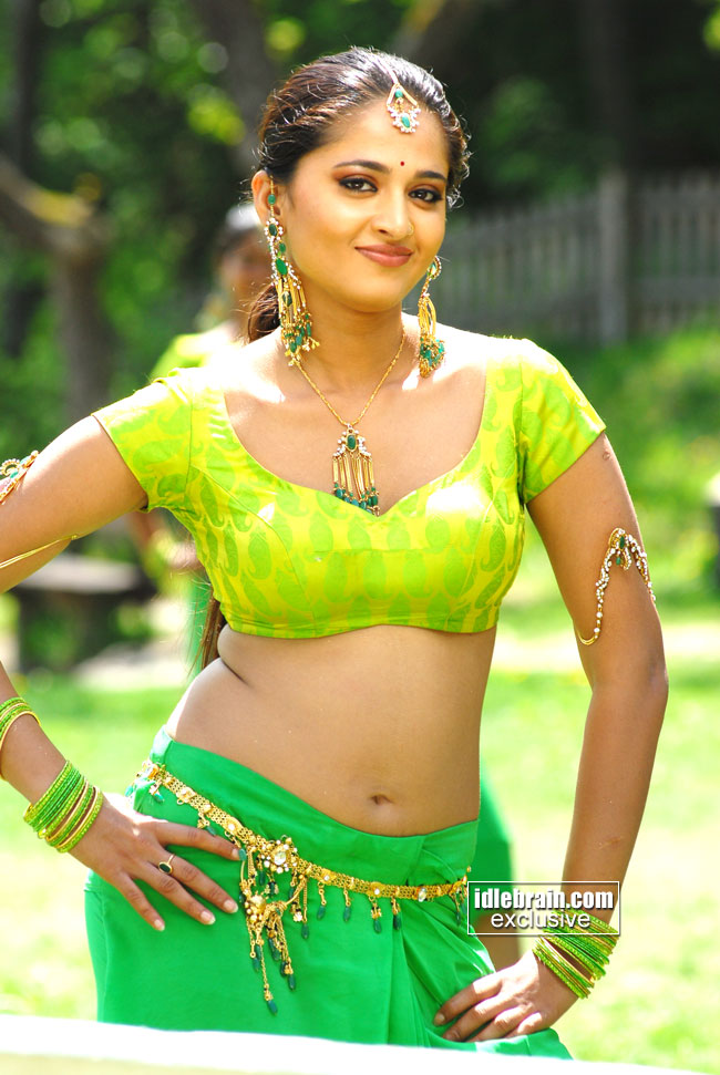 http://www.idlebrain.com/movie/photogallery/anushka15/images/anushka-00001.jpg