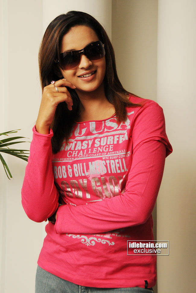 http://www.idlebrain.com/movie/photogallery/bhavana5/images/bhavana-0001.jpg