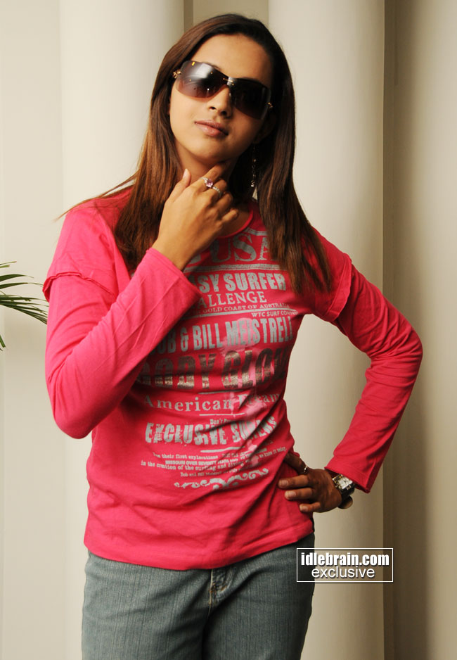 http://www.idlebrain.com/movie/photogallery/bhavana5/images/bhavana-0002.jpg