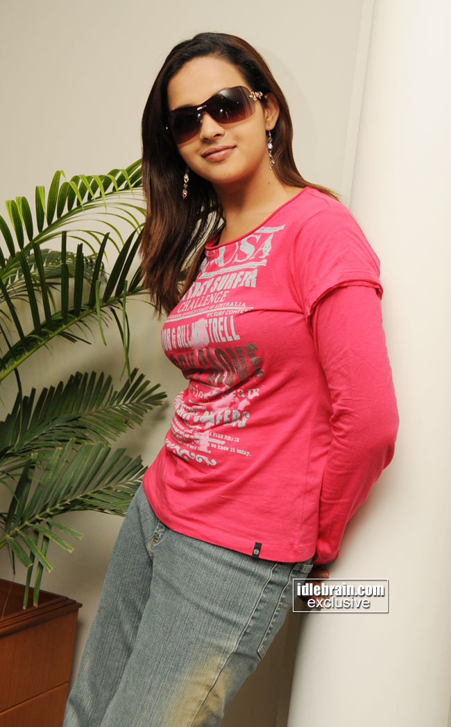 http://www.idlebrain.com/movie/photogallery/bhavana5/images/bhavana-0006.jpg