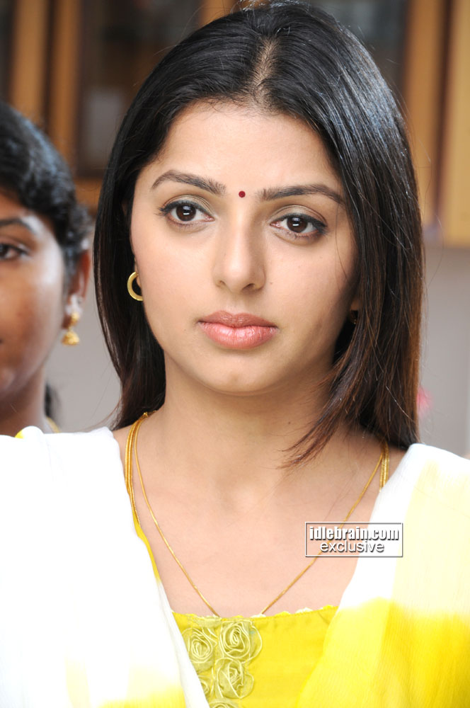 You are at idlebrain.com > Photo Gallery > Heroines > Bhumika Chawla