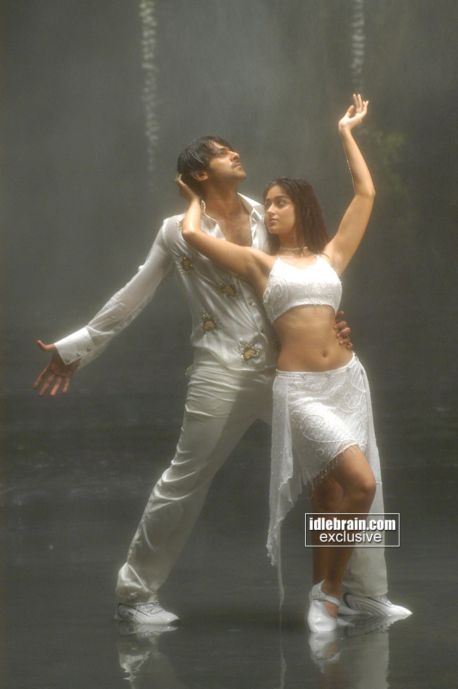 http://www.idlebrain.com/movie/photogallery/munna1/images/munna-0015.jpg