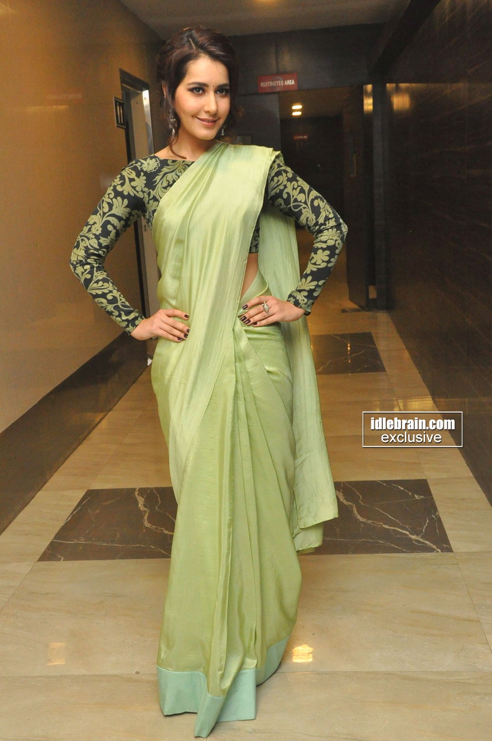 Actress Raashi Khanna Saree Photos