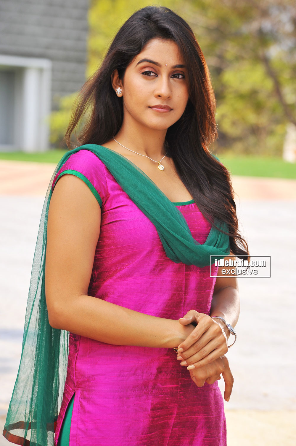 You are at idlebrain.com > Photo Gallery > Heroines > Regina Cassandra ...