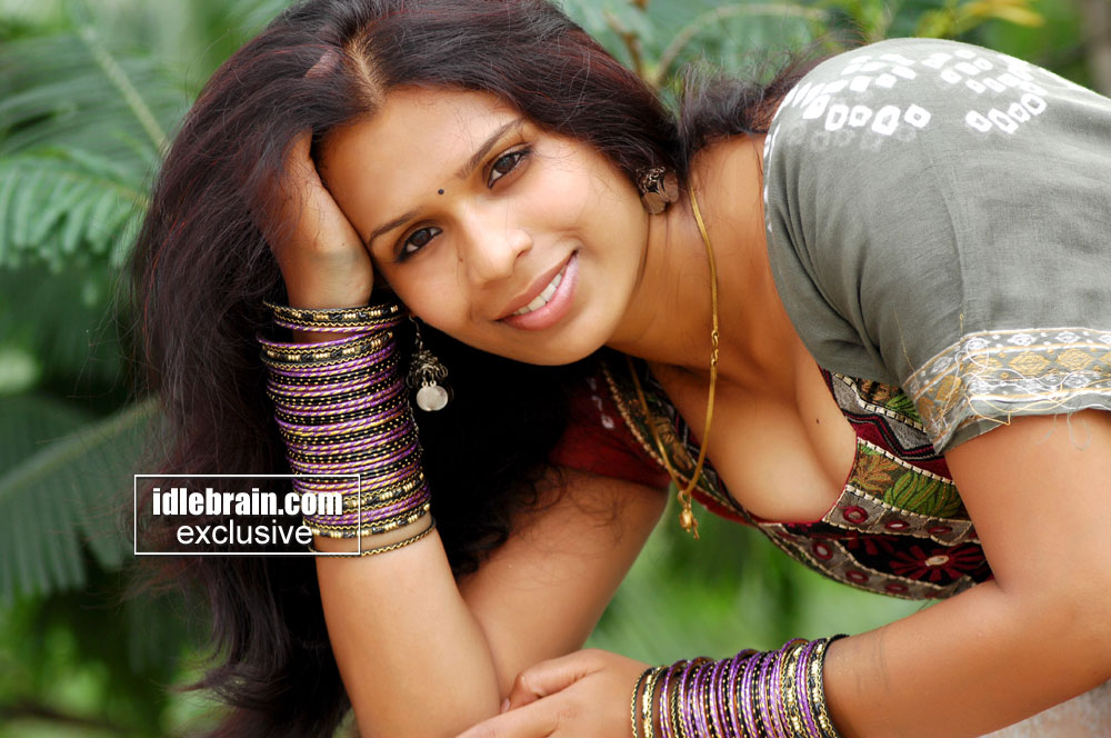 Wallpapers Andhra Mirchi: Actress Hot Photos