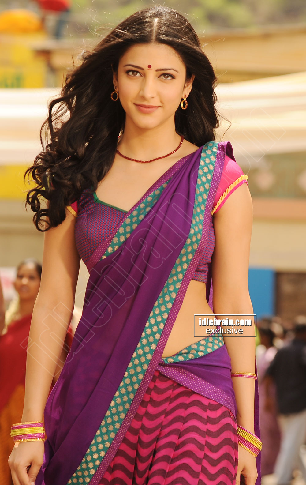 shruti haasan beautiful photos in saree from ramaiya vastavaiya film