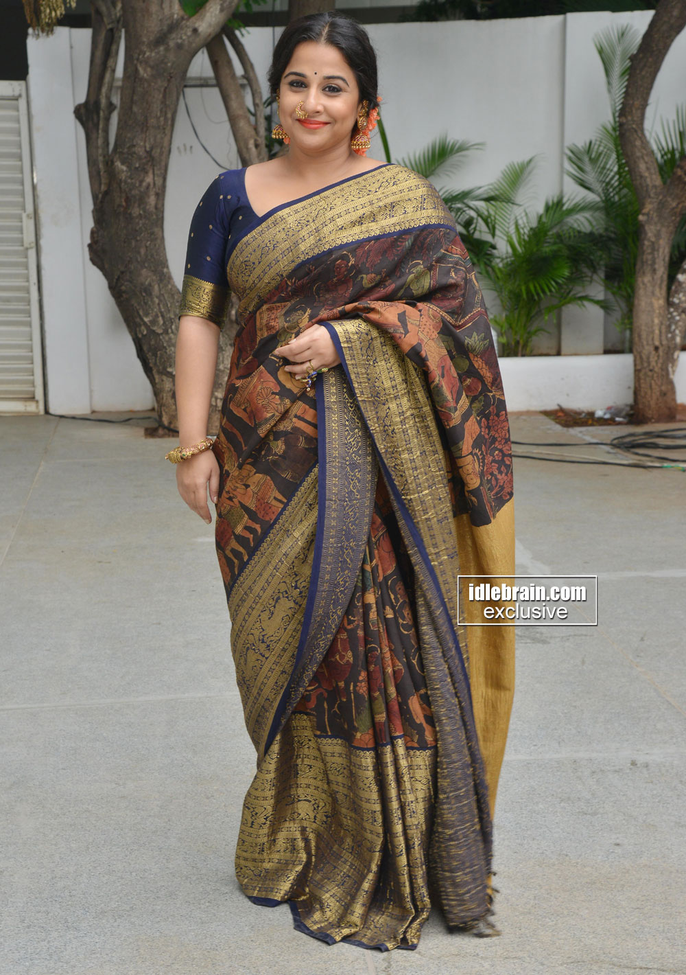 Actress vidhya balan saree photos
