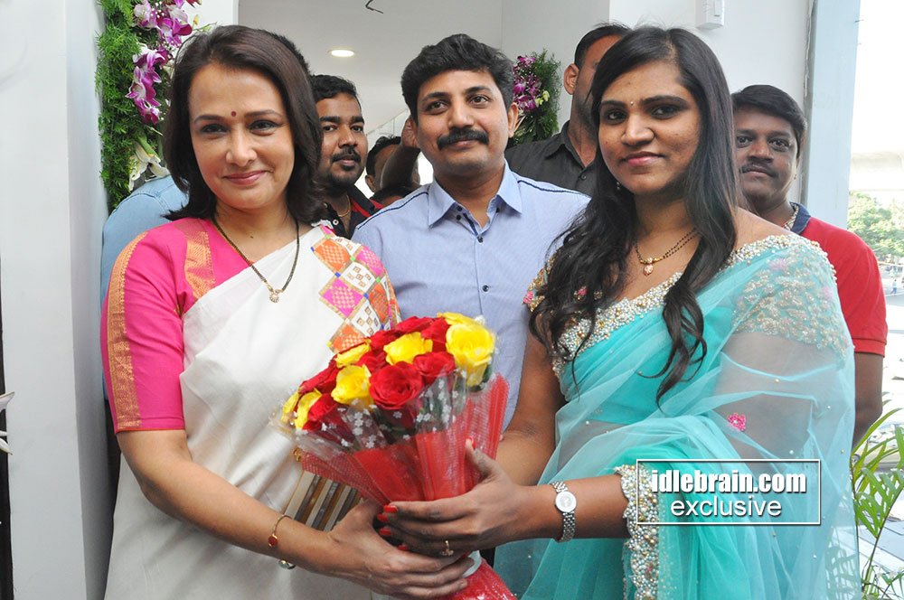 Amala akkineni launches celebrity secrets salon and spa at for Page 3 salon hyderabad